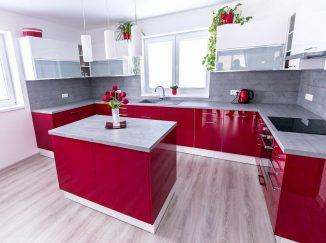 Červeno-biela moderná kuchyňa lesklá