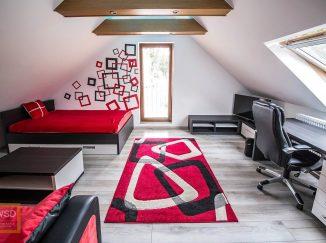 Červeno-čierna podkrovná detská izba