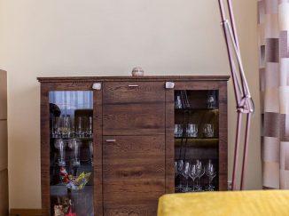 Drevená obývačková skrinka