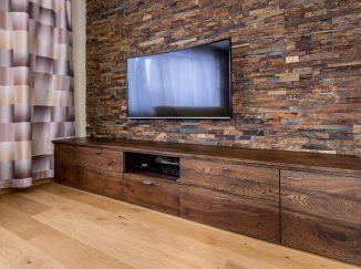 Drevená skrinka pod televízor