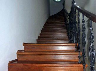 Drevené rustikálne schody