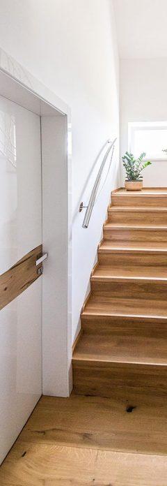 Dvere a schody