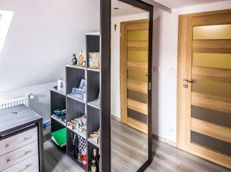 Posuvné dvere so zrkadlom v detskej izbe