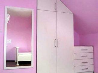 Ružová detská izba biela skriňa