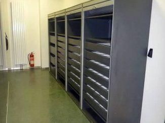 Zaťahovacie sivé skrine na zamykanie