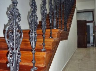 Rustikálne drevené schody
