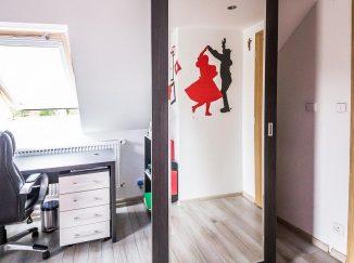 Posuvné zrkadlo v detskej izbe