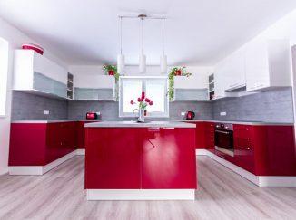 Lesklá červená kuchyňa