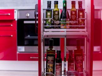 Vstavaná skrinka na potraviny červená kuchyňa