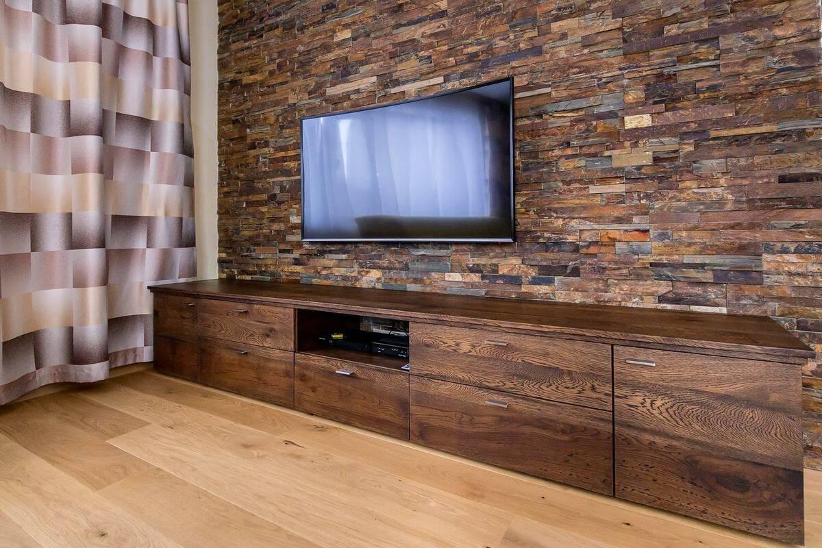 Drevený nábytok do obývačky