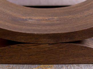 Detail dreveného konferenčného stola