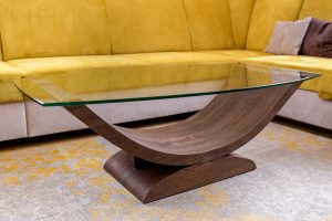 Drevený konferenčný stôl so sklom