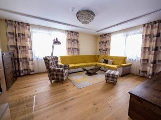 Útulne zariadená obývačka