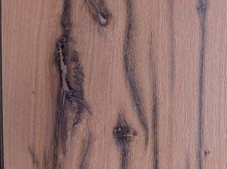 Detail dreva na vstavanej skrini