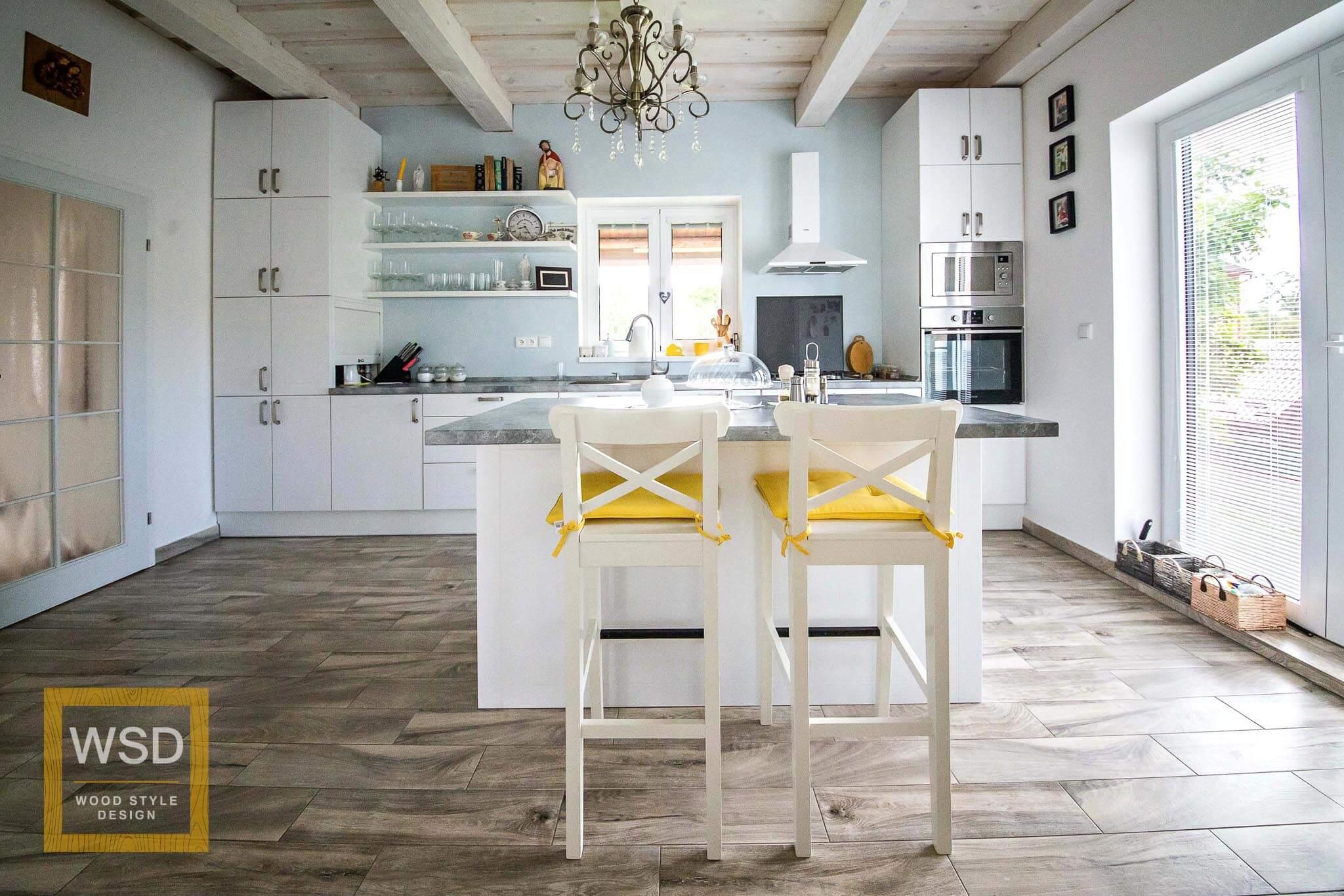 Nadčasová biela kuchyňa