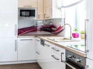 Lesklá biela kuchyňa do L