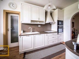 Biela vidiecka kuchyňa