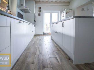 Biela vintage kuchyňa pohľad zdola