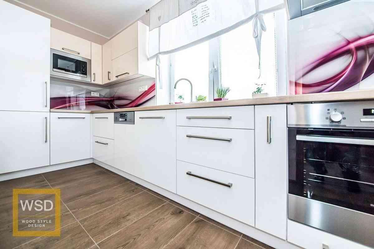 Lesklá biela kuchyňa