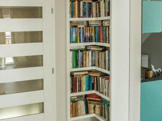 Biela rohová knižnica na mieru
