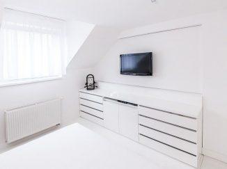 Biely interiér spálne