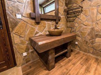 Drevený stolík pod kamenné umývadlo