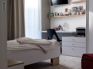 Biela detská izba so vstavanou skriňou