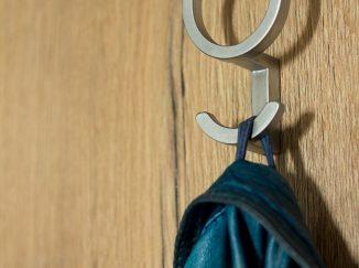 Detail háčika na kabáty