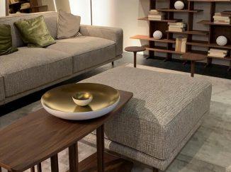 moderná obývačka so sivou pohovkou