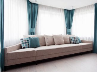 vizualizácia obývačky s netradičným gaučom