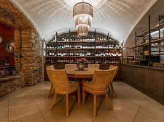 Nábytok v reštaurácii Poetika - stoličky