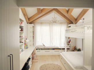 biela detská izba na mieru s dreveným trámom