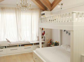 biela detská izba s poschodovou posteľou
