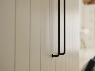 biela skriňa v detskej izbe
