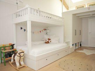 biela poschodová posteľ na mieru