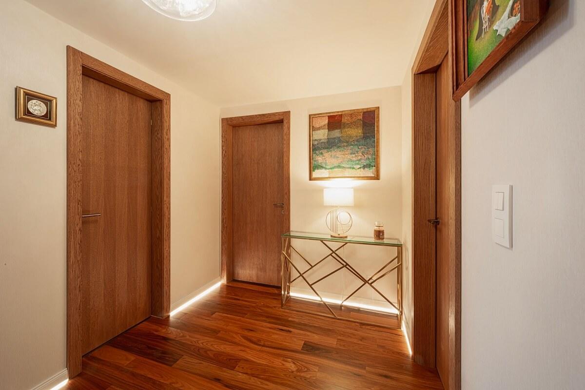 Interiérové dvere – teplý odtieň dreva
