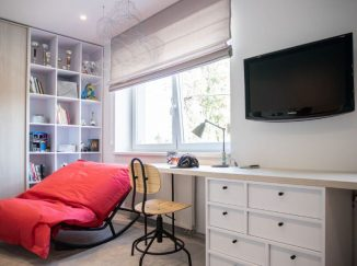 detská izba a mieru s červeným kreslom